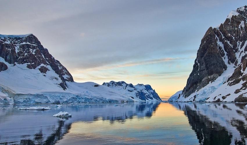 ледяная поверхность антарктиды
