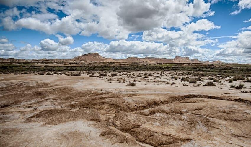 почему в пустынях нет почвы