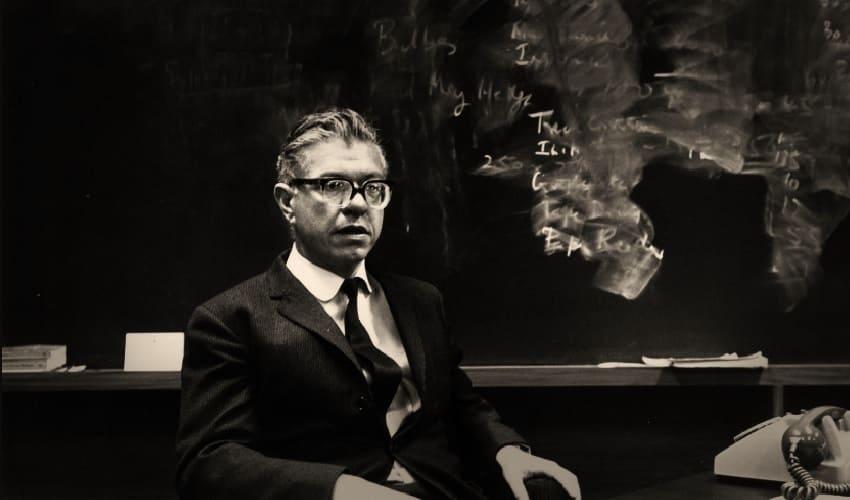 Фред Хойл и его космологическая теория