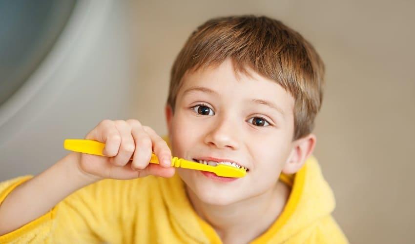 должен ли я чистить зубы, чистить зубы, чистка зубов