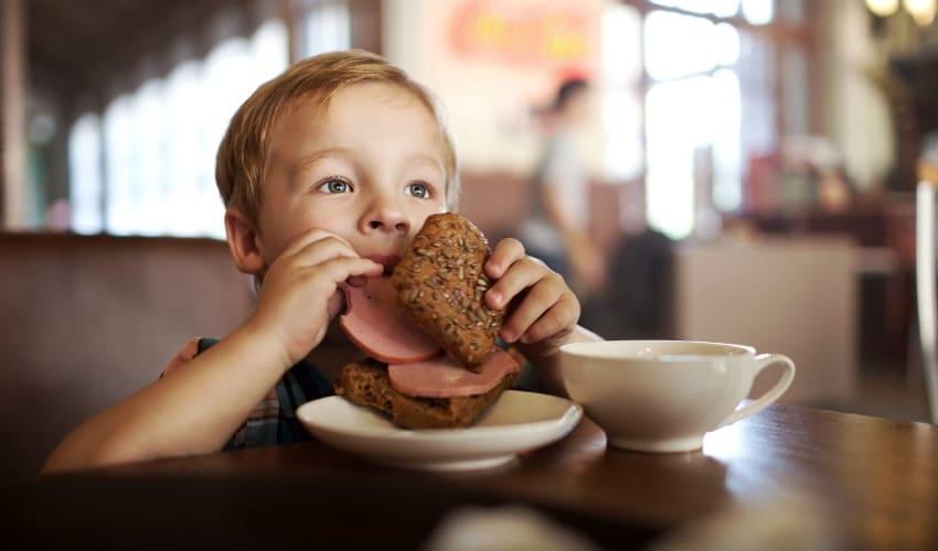 сколько продуктов средний человек съедает за год, сколько продуктов человек съедает за год