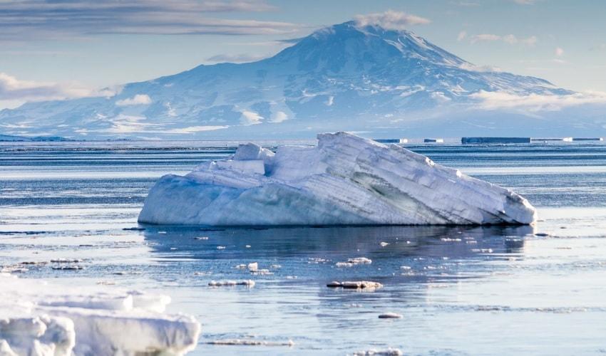 какая часть земли всегда покрыта льдом