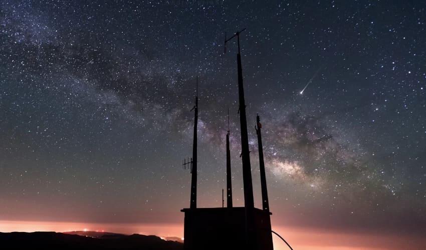 Чем отличается метеор от падающей звезды?