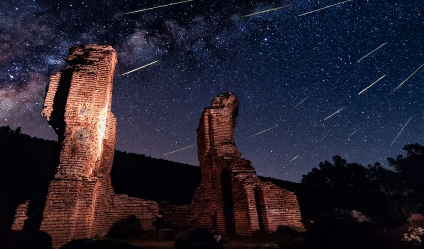 Сколько метеоритов падает на Землю за год?