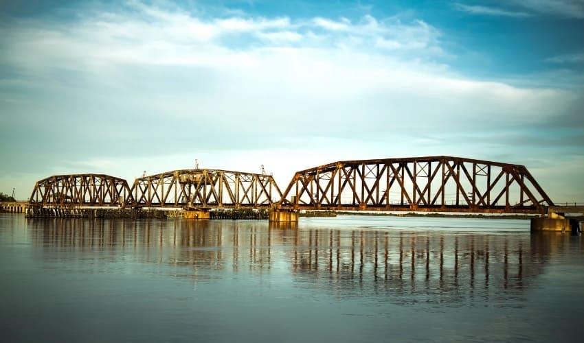 Где находится самый длинный мост?
