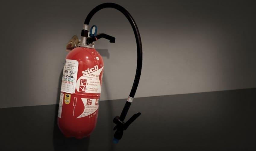 как действует огнетушитель, огнетушитель, действие огнетушителя