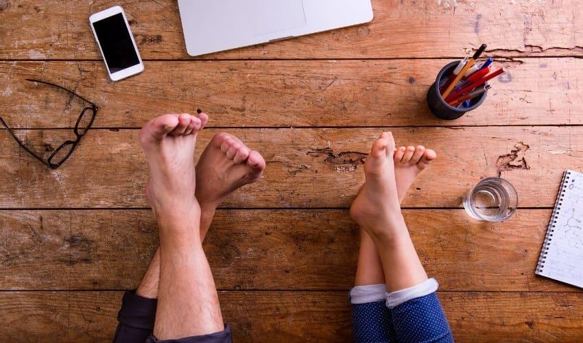 почему кожа между пальцами ног иногда краснеет и зудит, покраснение кожи между пальцами ног, эпидермофития, паховая эпидермофития