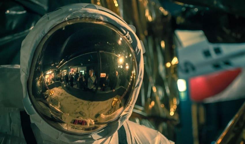 Как одеваются космонавты в космосе?