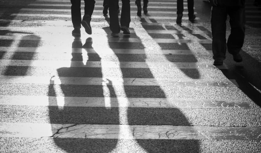 почему в солнечный день я вижу тень на тротуаре, тень, тень это, как возникает тень, тень двигается, движение тени