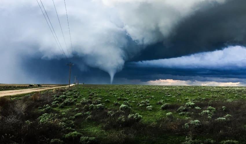 Почему так опасны торнадо?