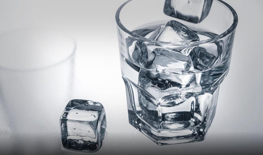 фокус с кусочками льда, фокус со льдом, кусочки льда