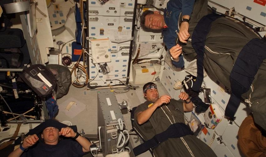 высыпаются ли космонавты, как спят космонавты, почему не высыпаются космонавты