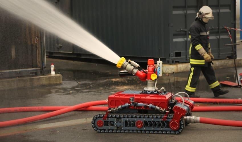 пожарные роботы, пожарный робот, робот-пожарный, испытания пожарного робота, специализированный пожарный робот