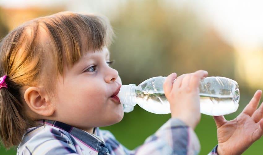 сколько воды нужно человеку