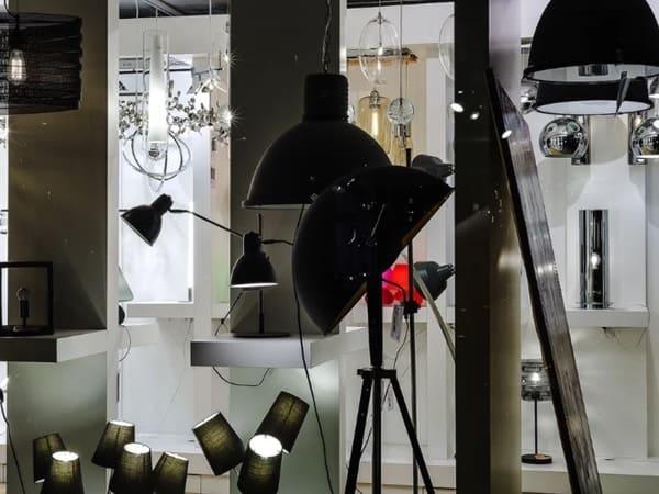 В магазине световых приборов