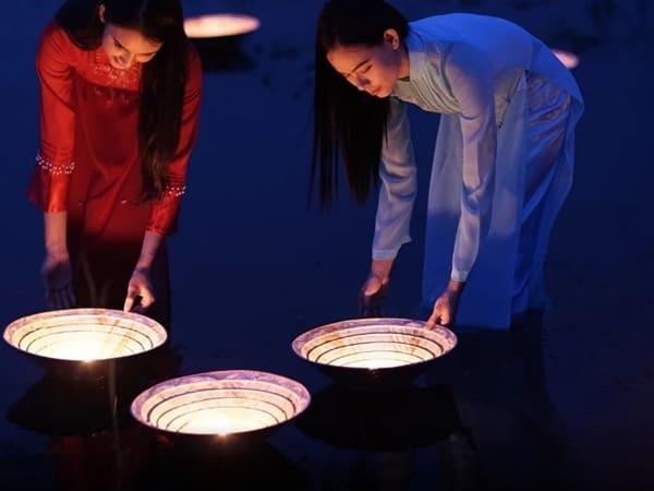 Необычные светильники-споты вьетнамские девушки отправляют в плавание...