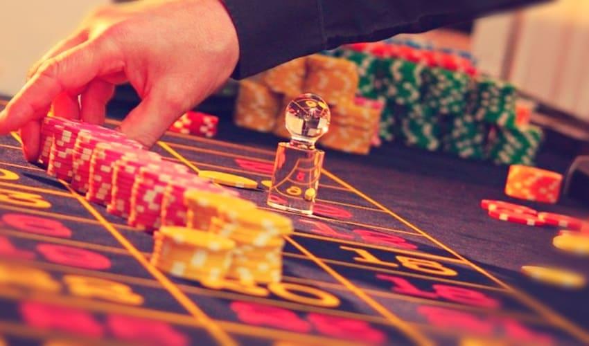 Казино с халявными деньгами как играть в пасьянс на картах правила с картинками